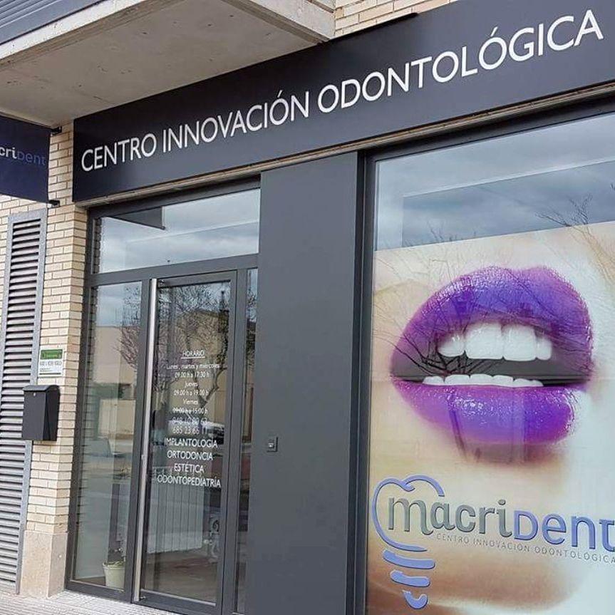 fachada clinica Macrident implantes dentales caparroso navarra